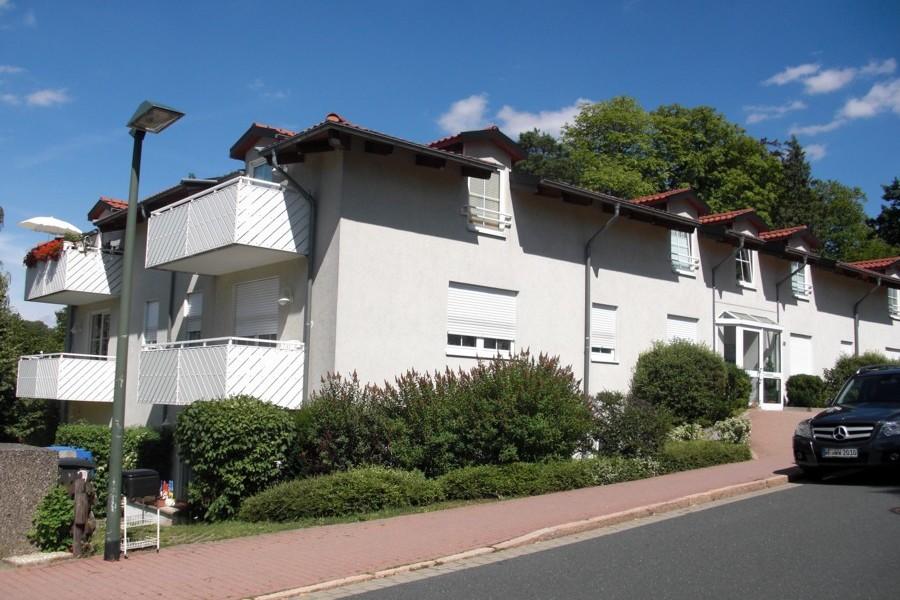 66m² – 2 Zimmer – Küche, Bad und gr. Terrasse